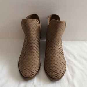 Merona Women's Lucile Laser cut Ankle Boots 9.5